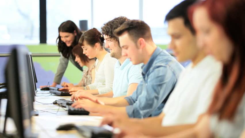 اعلان / دورات كفاءة اللغة الانكليزية والحاسوب في جامعة المثنى