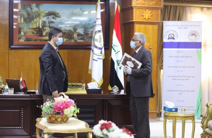 رئيس جامعة المثنى يعلن نجاح الإمتحانات الإلكترونية