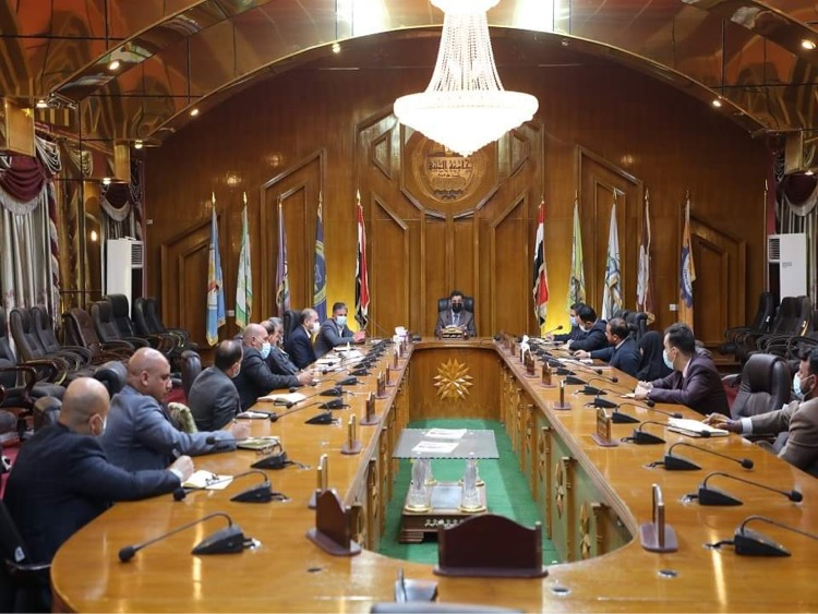 رئيس جامعة المثنى يجتمع بمجلسي كليتي الزراعة والقانون
